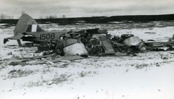 Red Deer Archives, P3594; Oxford trainer plane crash near Penhold, 1942