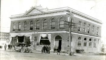 Red Deer Archives, P3642; Dr. Parsons office in the Gaetz-Cornett block, 1910